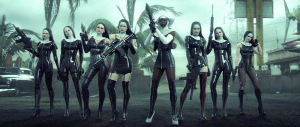 Fotograma del trailer europeo para el videojuego «Hitman Absolution» titulado «Attack of the Saints»