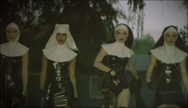 "Fotograma del vídeo musical del tema ""We Know Where You Fucking Live"" de Marilyn Manson."