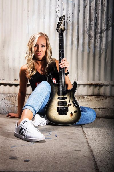 Nita Strauss Ibanez JIVA (Foto: Robert Downs)